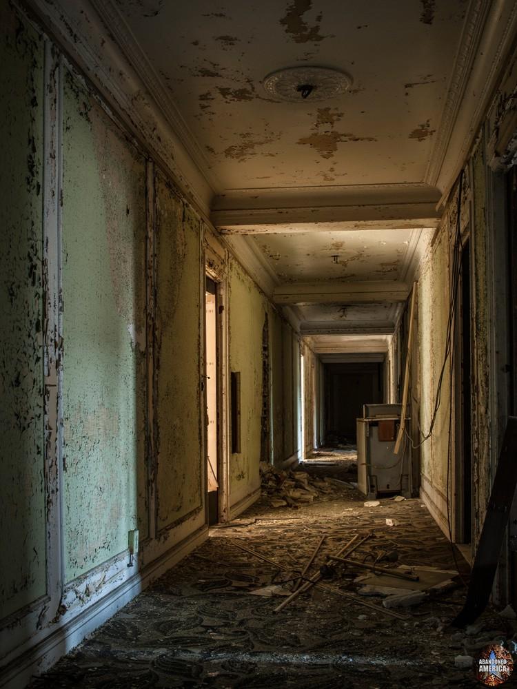 Lee Plaza Hotel (Detroit, MI)   Lost in Darkness - Lee Plaza Hotel