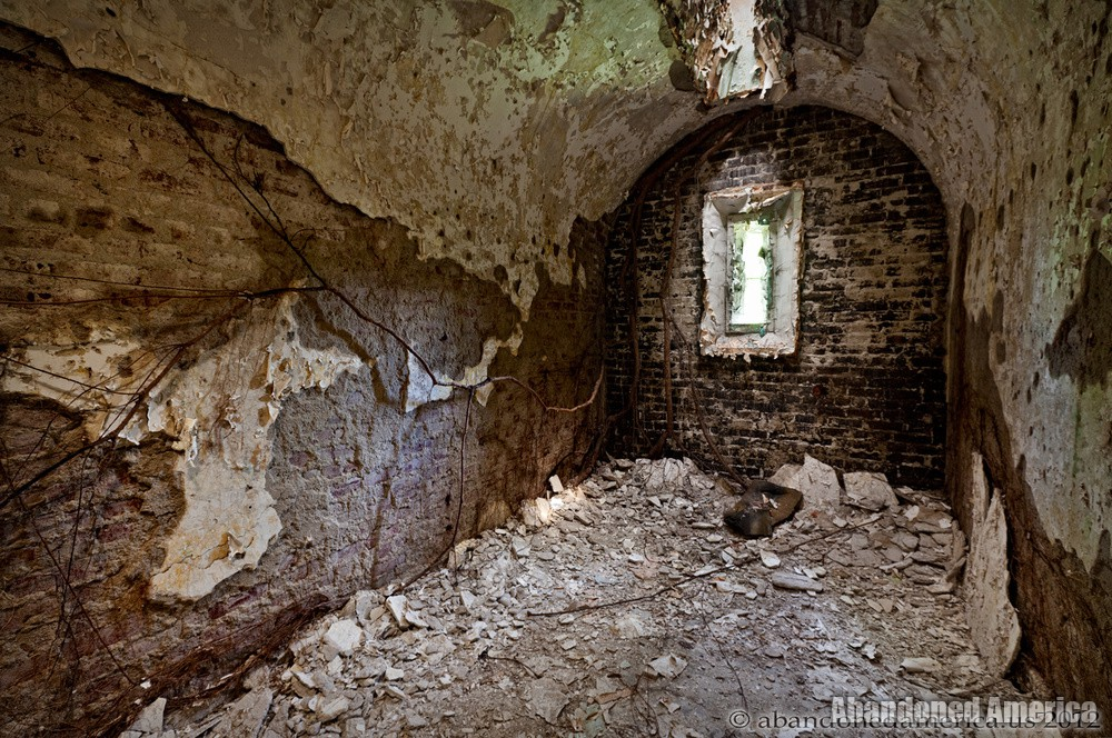 Deteriorating cell, Holmesburg Prison, Philadelphia PA | Abandoned America by Matthew Christopher