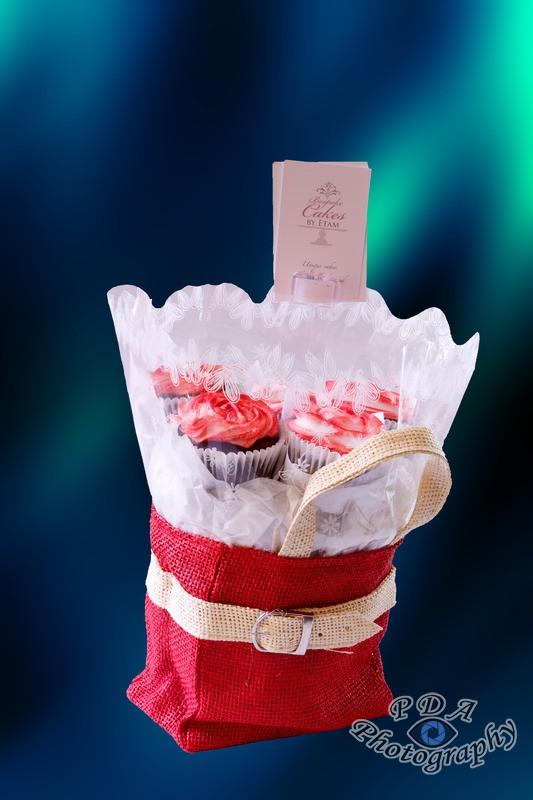 2 Cupcakes in Presentation Bag