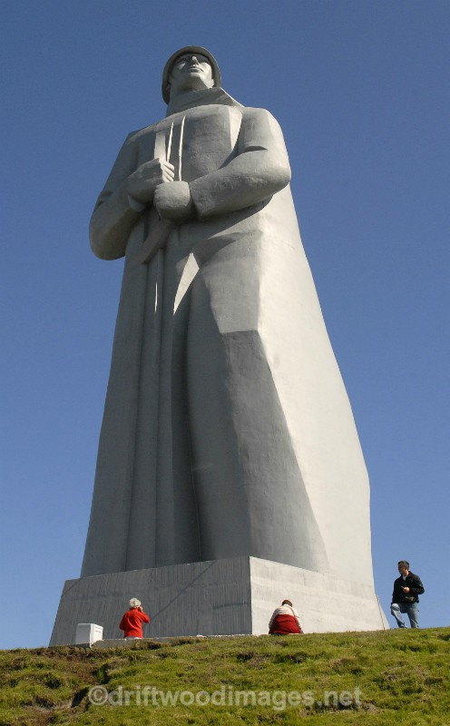 Murmansk Alyosha memorial from front with figures - Murmansk, Russia