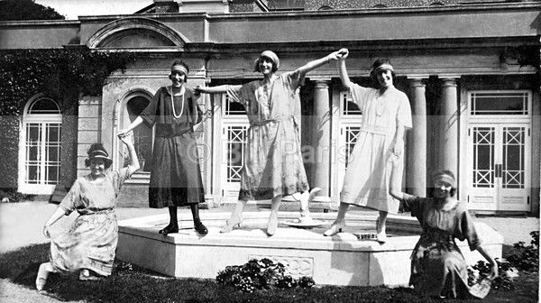The 1920 Flappers - Archive.