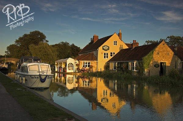 The Barge Inn - Seend - Wiltshire & West Country Landscapes