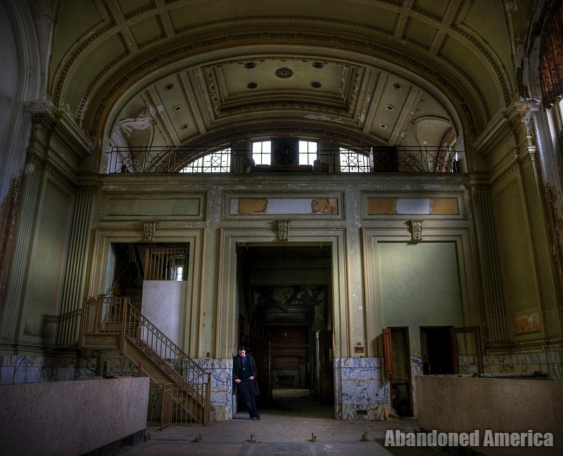 Abandoned Bank - Matthew Christopher's Abandoned America