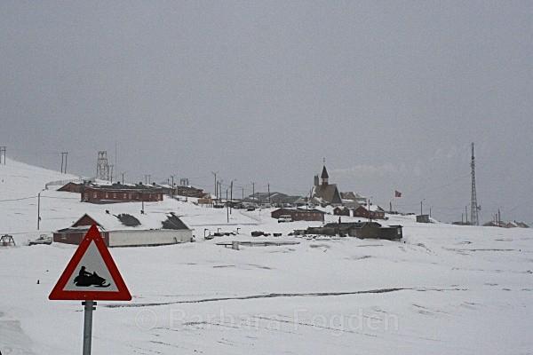 Longyearbyen 5227 - Winter in the daylight