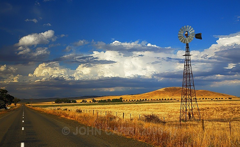 Icon on the Barrier Highway -6963 - THE STARS AND STORMY WEATHER PHOTOS