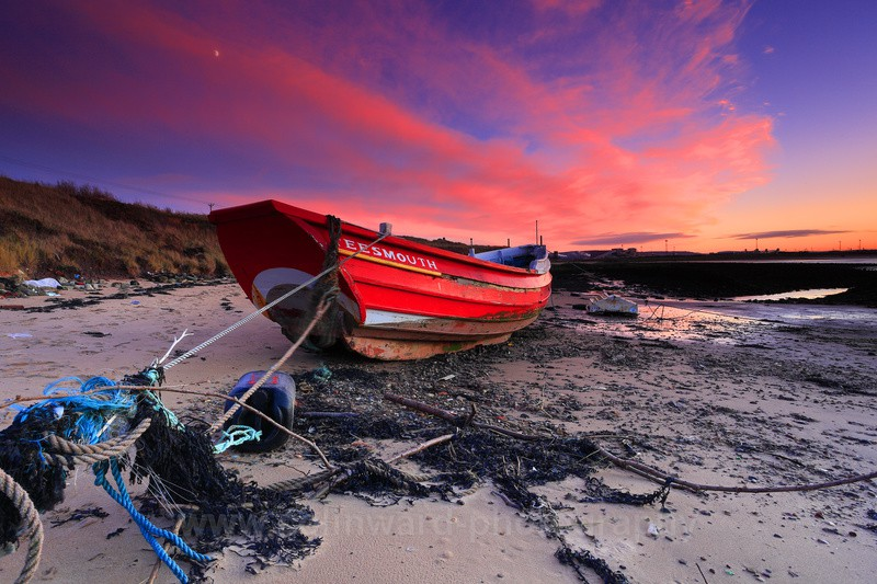 Red Boat at sunset,  South Gare, Redcar.    ref 1555 - Latest images