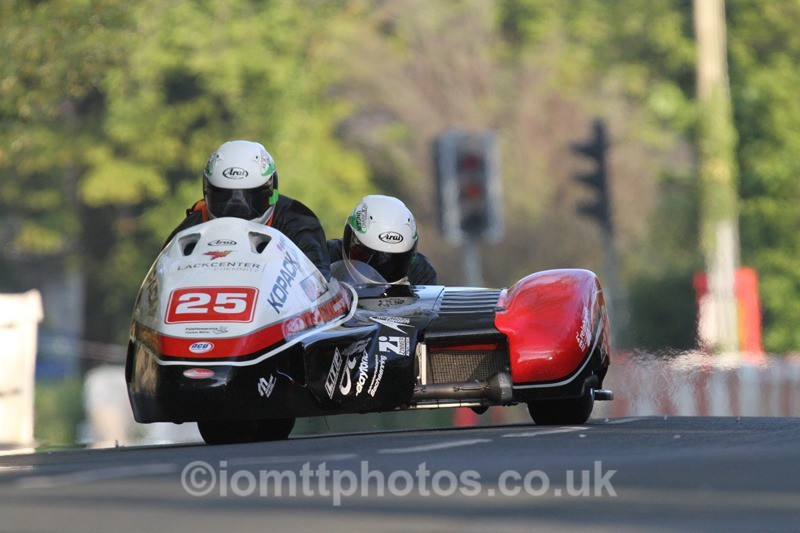 IMG_5521 - Thursday Practice - TT 2013 Side Car
