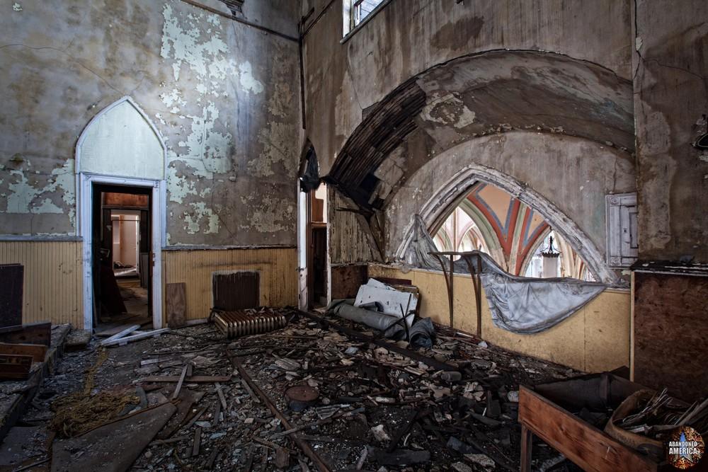St Bonaventure Church (Philadelphia, PA) | A Glimpse of Former Finery - St. Bonaventure Roman Catholic Church