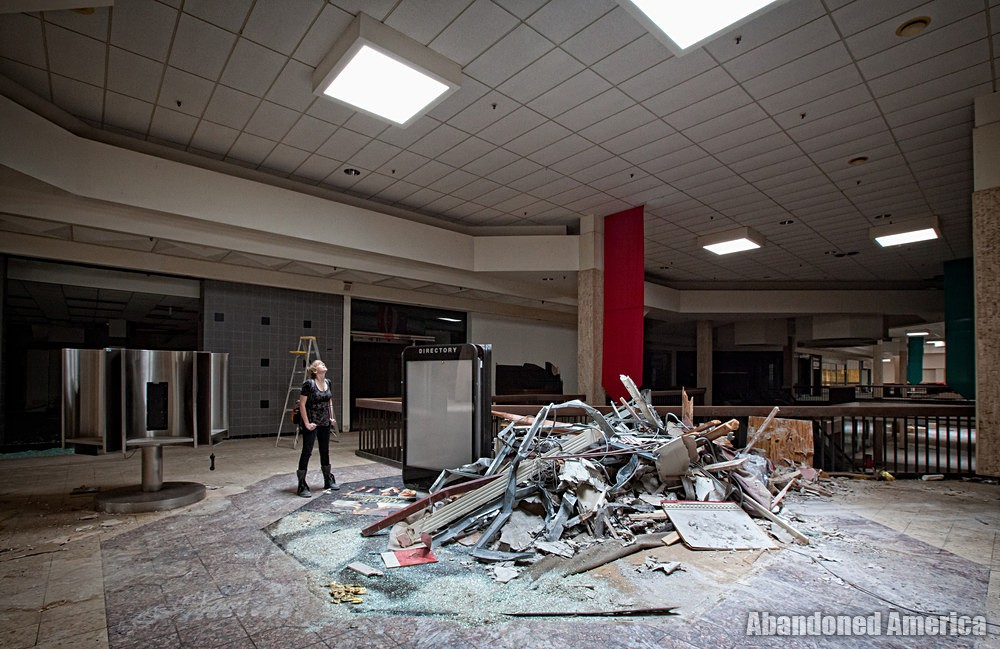 Randall Park Mall (North Randall, OH) | Dwarfed by Debris - Randall Park Mall