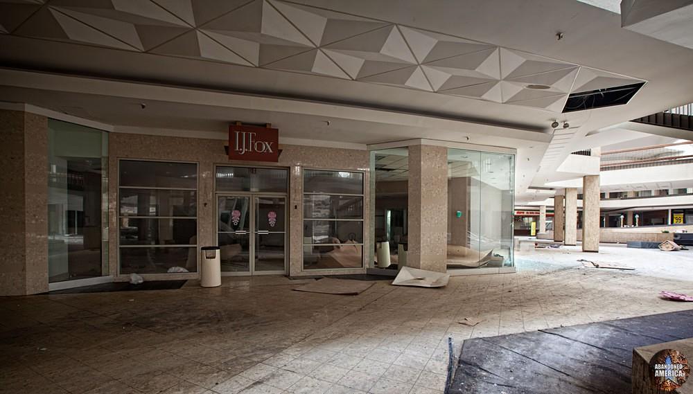 Randall Park Mall (North Randall, OH) | I.J. Fox Entrance - Randall Park Mall