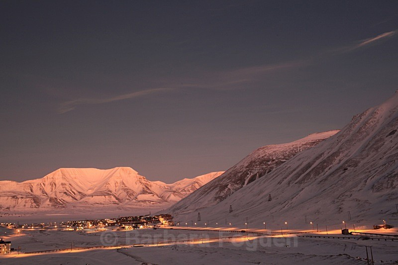 Longyearbyen in the first light 5457 - The daylight returns