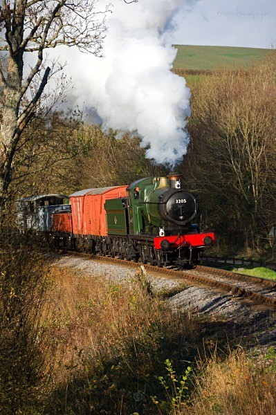 Collett Goods 0-6-0 3205 rounds Caddaford Curve with a short goo - The Lure of Steam