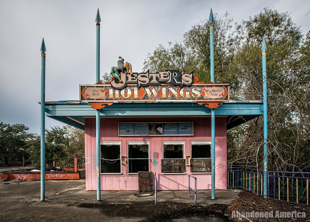 Six Flags (New Orleans, LA) | Jester's Hot Wings - Six Flags New Orleans