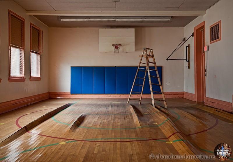 Abandoned School - Matthew Christopher's Abandoned America