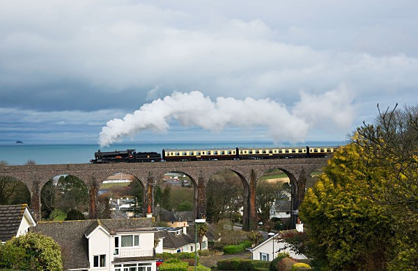 Sea, sun and a Manor - The Lure of Steam