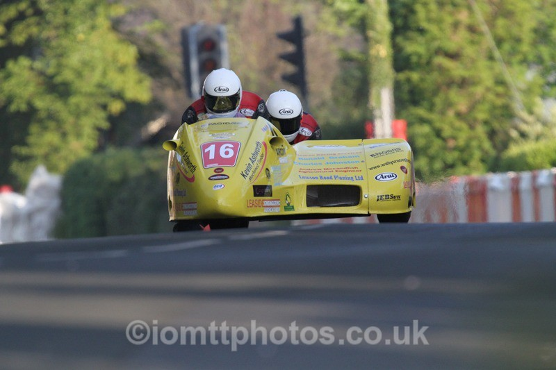 IMG_5484 - Thursday Practice - TT 2013 Side Car