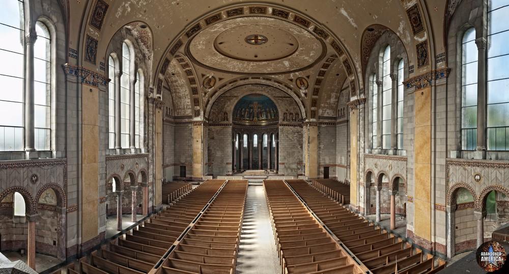 Church of the Transfiguration (Philadelphia, PA) | Balcony View - The Church of the Transfiguration