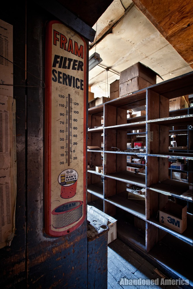 RJ Loock & Co. (Baltimore, MD) | Fram Filter Service Thermometer Sign - R. J. Loock Auto Parts