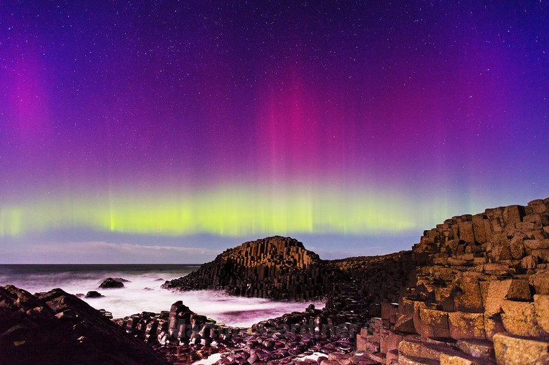 Giants Causeway Aurora - Ireland by Night