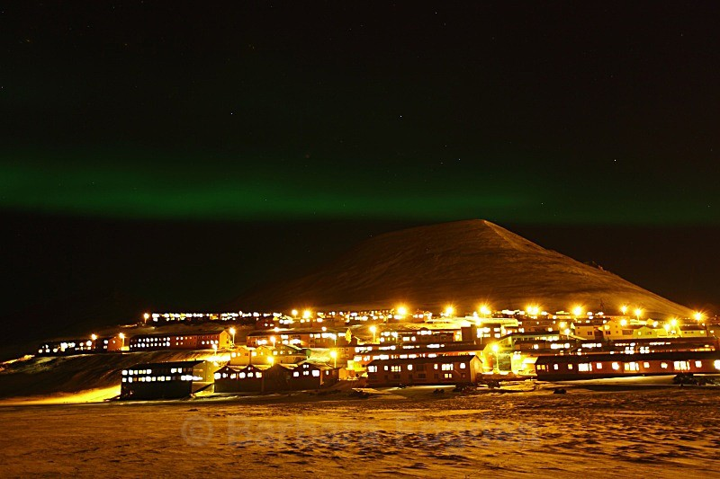 Northern light over Longyearbyen 4959 - Polar night