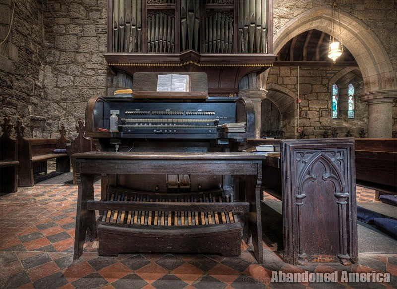 Abandoned church organ | Matthew Christopher's Abandoned America