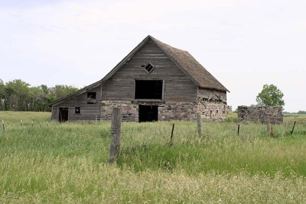 Valley City Barn - Barns & Remnants