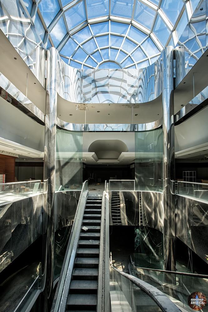 Owings Mills Mall (Owings Mills, MD) | Lofty Atrium - Owings Mills Mall