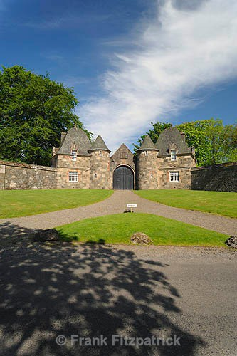 Formakin House gate lodges (2) - Renfrewshire