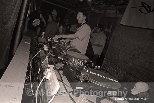 01 - DJ Q Bert @ Sankeys Soap 09.07.02