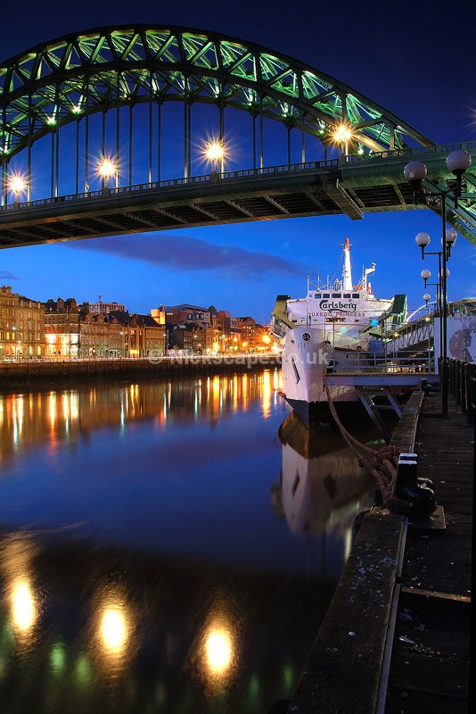 Twilight on the banks of the Tyne | Newcastle Quayside