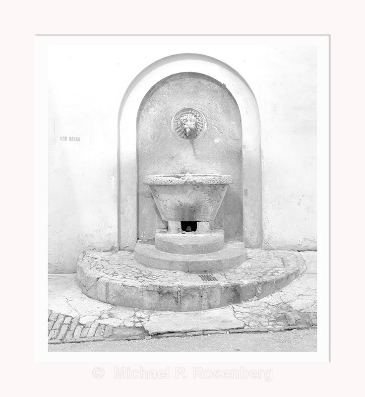 Lion Head Fountain,Spoletto Italy (5531) - Italy
