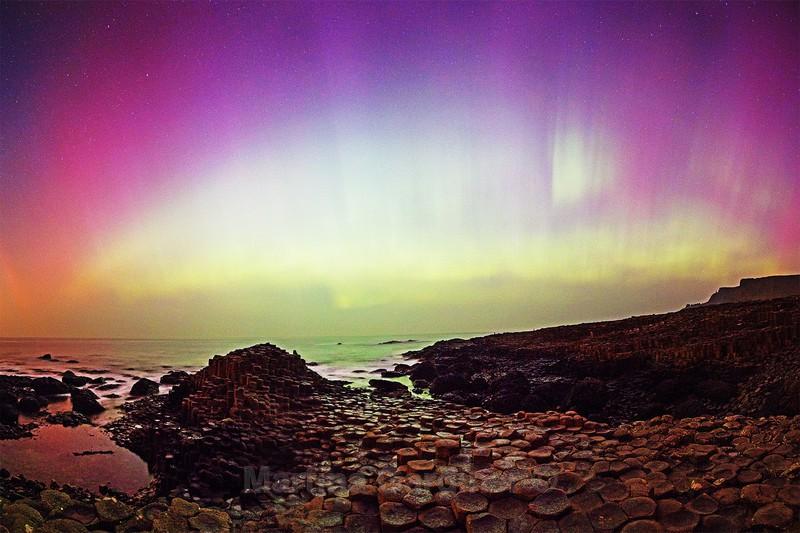 Giant's CausewayAurora - Ireland by Night