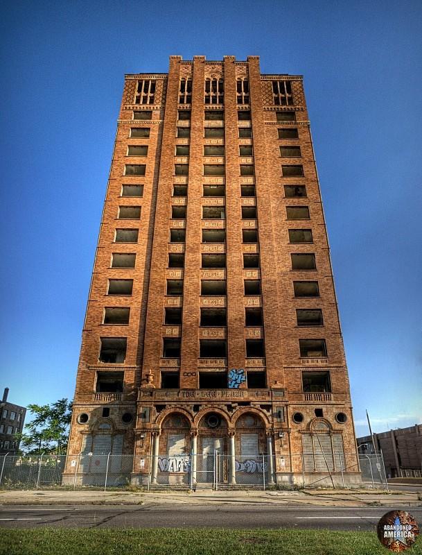 Lee Plaza Hotel (Detroit, MI)   Motor City Monument - Lee Plaza Hotel