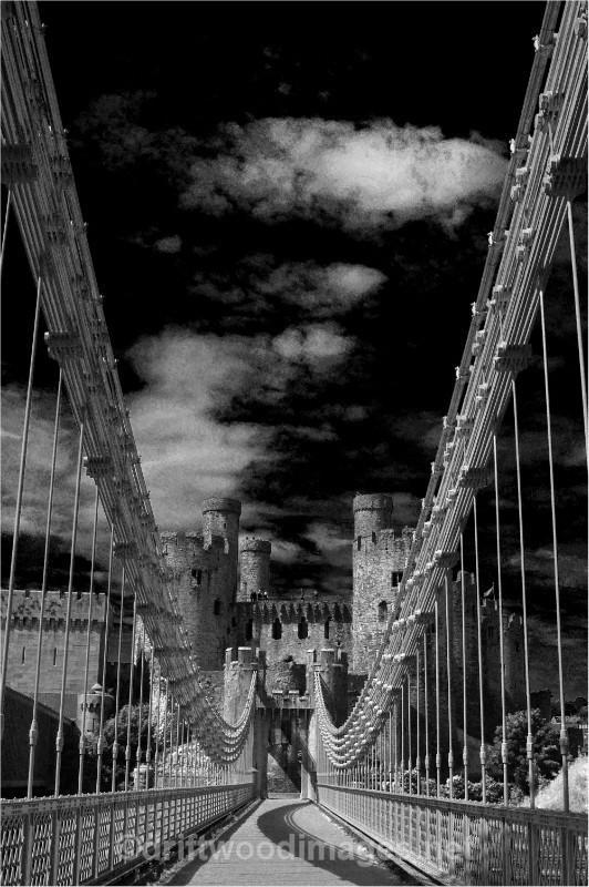 Conway suspension bridge 2A bw - Llandudno and Conwy, North Wales