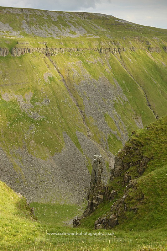 Nichols Chair, High Cup Nick, North Pennines.    ref 3530 - The Pennines and The Lake District