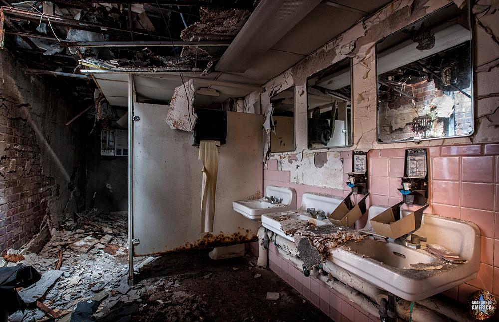 WFBR Radio (Baltimore, MD) | Women's Bathroom - WFBR Radio