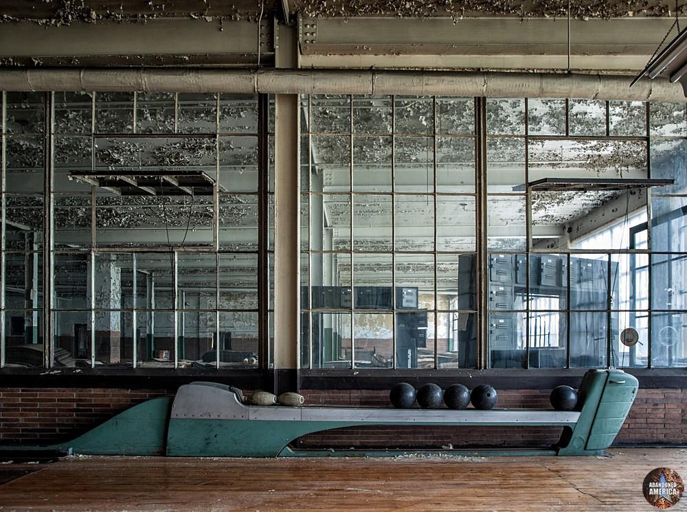 The Scranton Lace Company | Ball Return - Scranton Lace Company