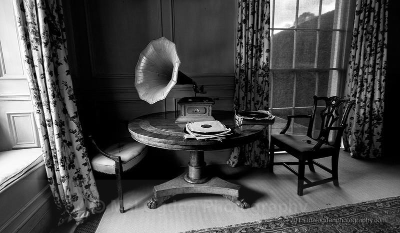 Home Entertaintment - Black & White/Monochrome