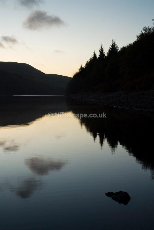 Ladybower Reservoir at dawn   Peak District Landscape Photography
