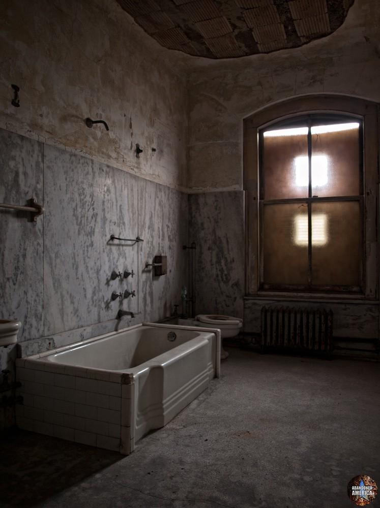 Ellis Island Immigrant Hospital   Tub - Ellis Island Immigrant Hospital
