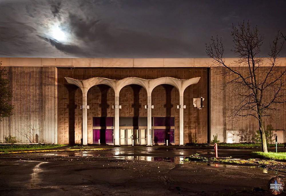 Randall Park Mall (North Randall, OH)   Dillards Arches by Moonlight - Randall Park Mall