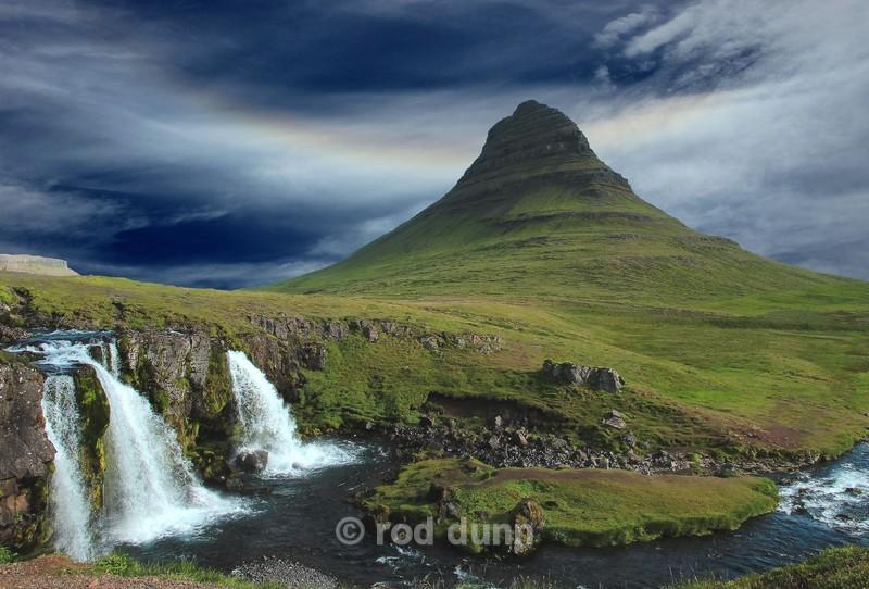 Kirkjufell and waterfalls - Iceland