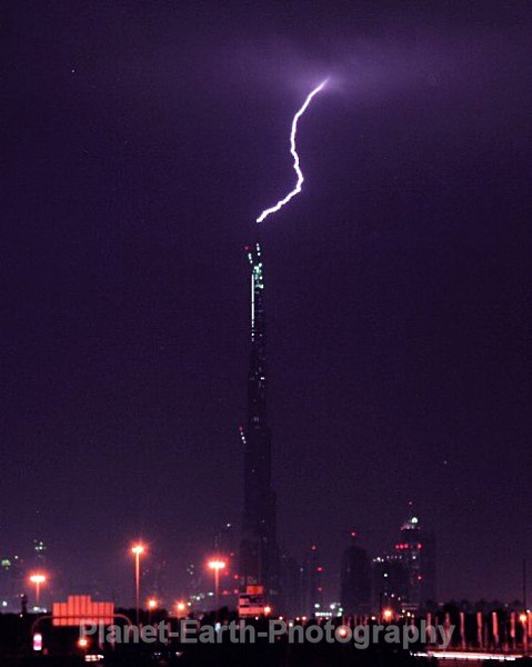 Lightning Strike Dubai Tower 3 - Buildings / Structures