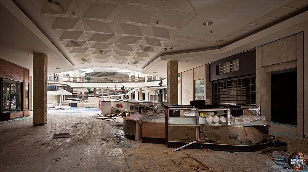 Randall Park Mall (North Randall, OH) | Jewelry Kiosk - Randall Park Mall