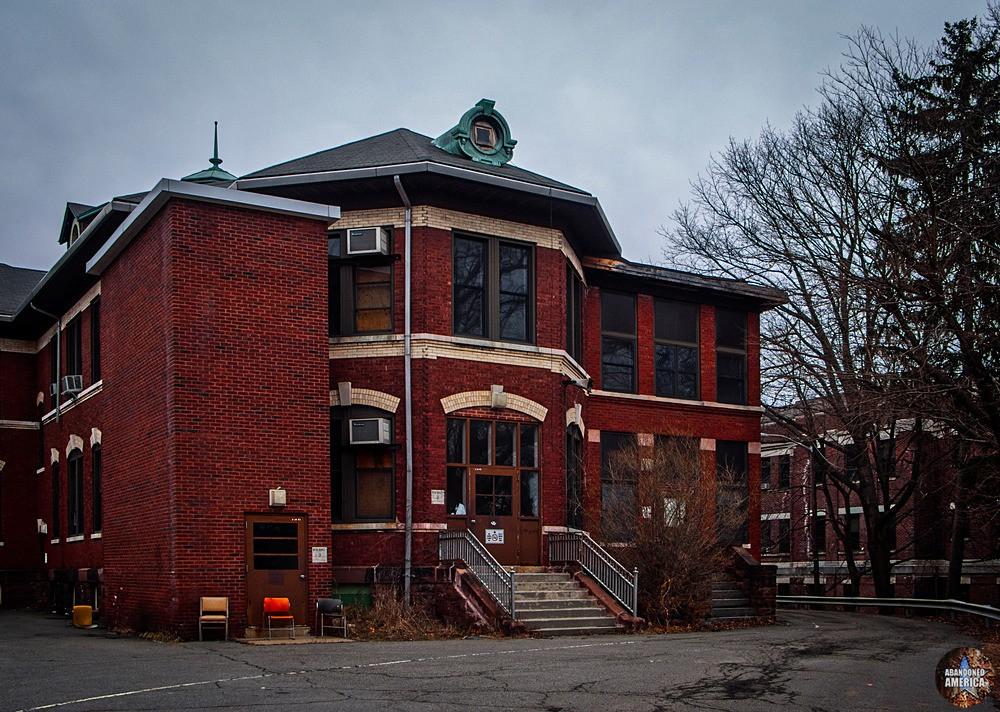 Overbrook Asylum (Cedar Grove, NJ) | Building 3 Entrance - The Essex County Hospital Center