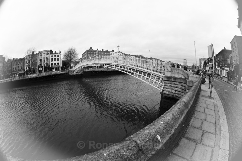 Ha'Penny Bridge (B&W) - Dublin - through a fisheye lens