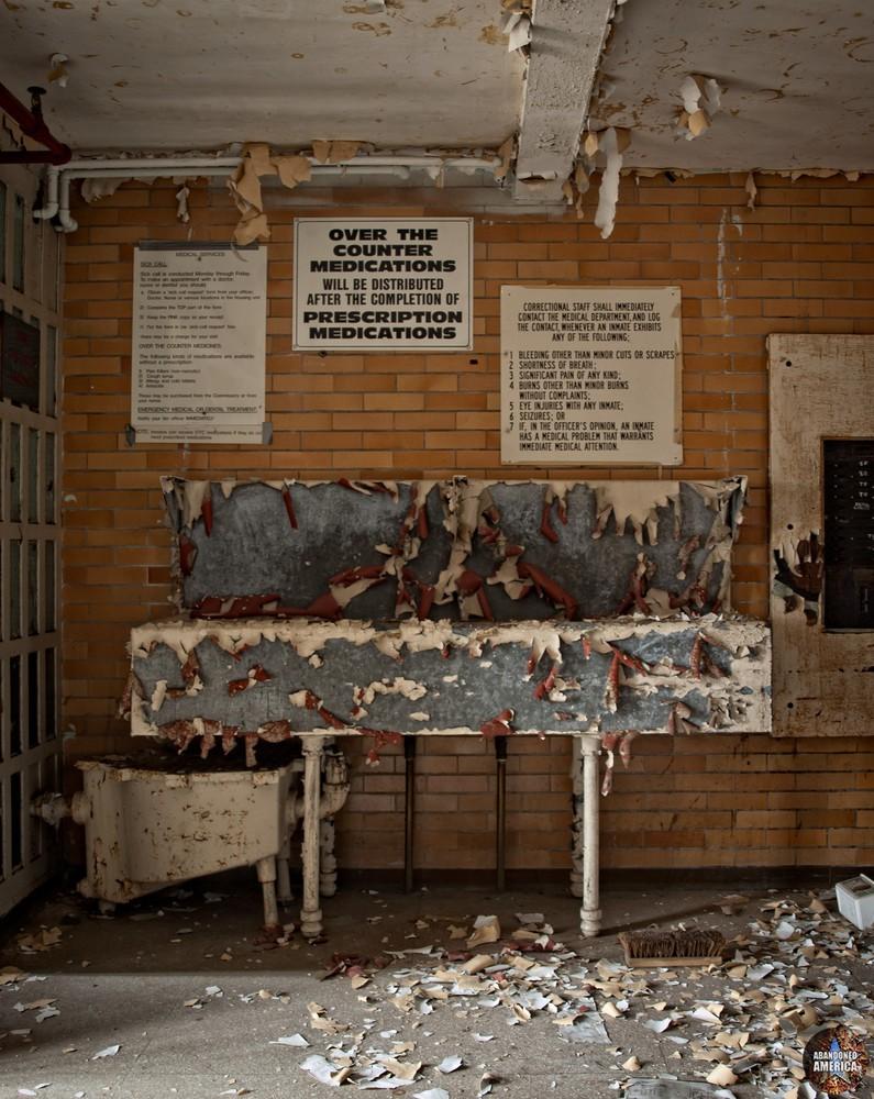 Essex County Jail Annex (Caldwell, NJ)   Med Station - Essex County Jail Annex