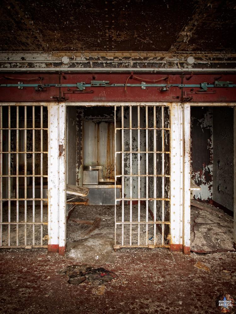 Essex County Jail Annex (Caldwell, NJ) | prisoners still - Essex County Jail Annex