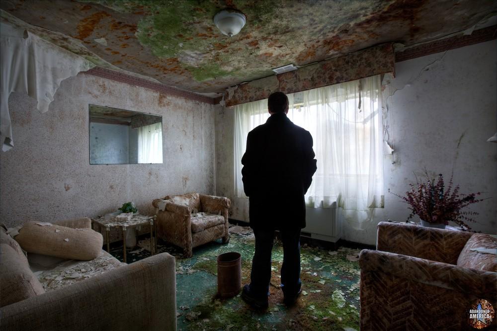 'can't be your savior', Fallside Hotel (Niagara Falls, NY) | Abandoned America