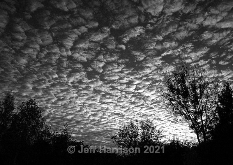 Cloud patterns in the evening sky - monochrome (image Sky 02) - Monochrome